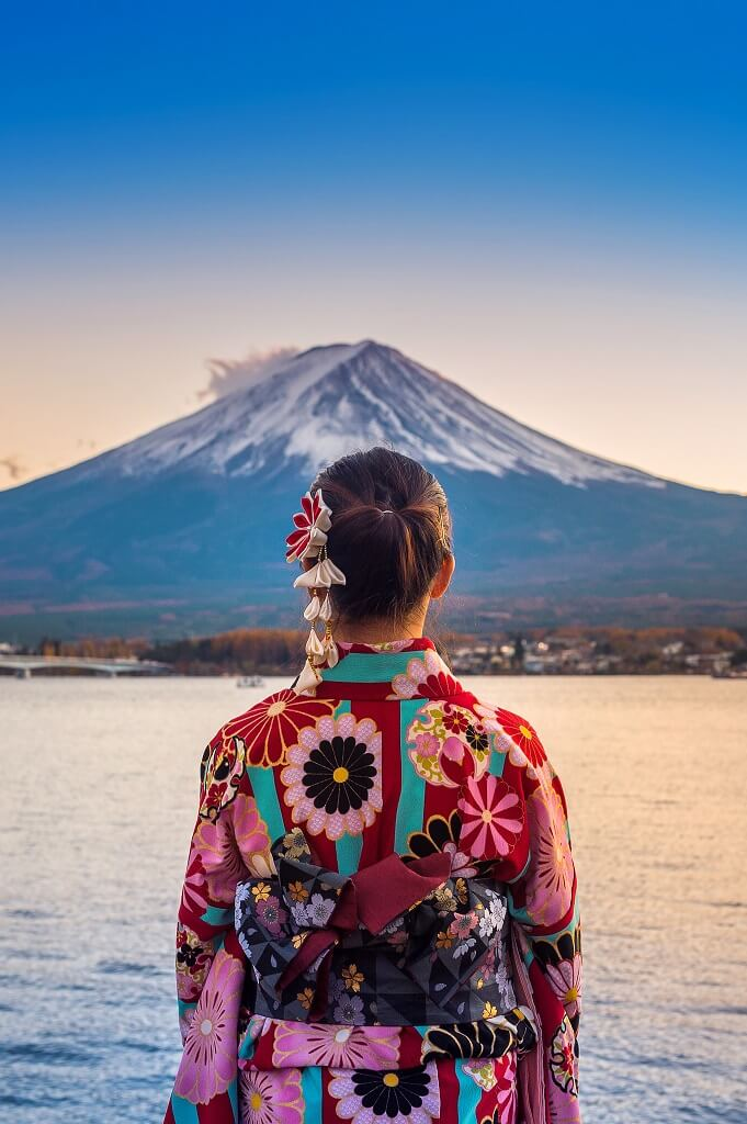 asian-woman-wearing-japanese-traditional-kimono-at-fuji-mountain-sunset-at-kawaguchiko-lake-in-japan (1)
